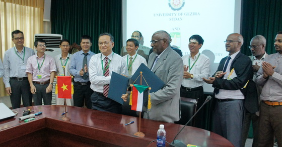 The Memorandum of Understanding signing ceremony between Gezira University, Sudan Republic and HUAF, Vietnam