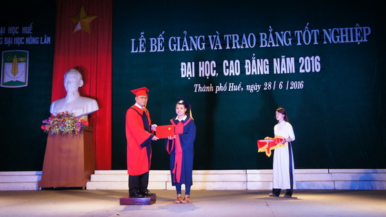 HUAF held the graduation ceremony and conferred diplomas on students in 2016