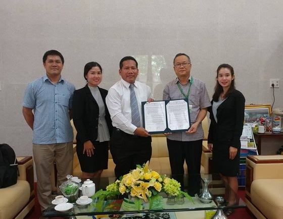 The MoU signing ceremony of cooperation between Heng Samrin Thbongkhmum University, Cambodia and HUAF