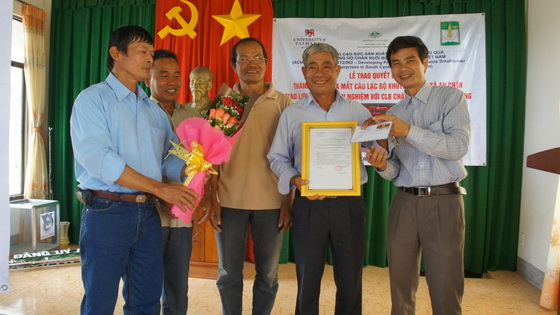 Launching a club of agricultural extension and exchanging experience in raising cattles in An Chan commune, Tuy An district, Phu Yen province